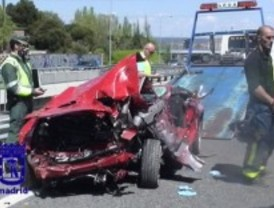 Fallece un joven tras perder el control de su coche y caer desde una altura de 10 metros