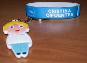 Llavero y coletero promocionales de la candidatura de  Cristina Cifuentes por el PP para las próximas elecciones.