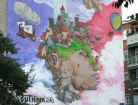 Dos grafiteros pintan un mural de 18 metros de altura en la fachada de un inmueble de Leganés