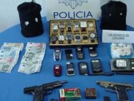 Detenidos tres colombianos por robar en locutorios y joyerías