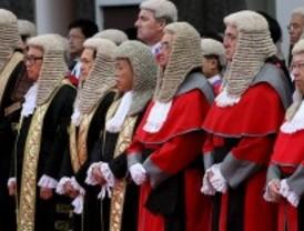 ¿Desde cuándo llevan peluca los jueces ingleses?
