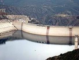 Las reservas de agua descienden casi un punto durante la última semana