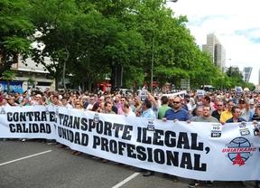 Los taxistas cortan la Castellana en su protesta contra Uber