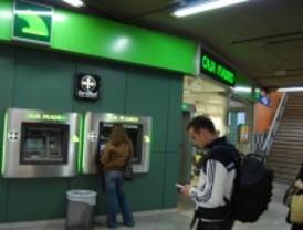 Caja Madrid gana menos por protegerse ante la crisis pero prevé alcanzar los beneficios de 2009