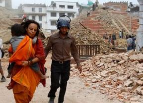 Llegan a Madrid los primeros españoles evacuados de Katmandú