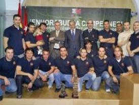 La Comunidad recibe la Copa de España de fútbol-7 conquistada por los bomberos
