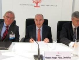 El gobernador del Banco de España llama a los nuevos gobiernos a cumplir los objetivos de déficit