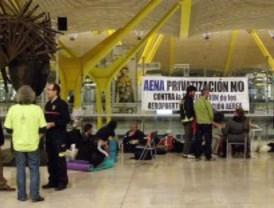 Trabajadores de Aena se manifiestan en la T-4 contra la privatización