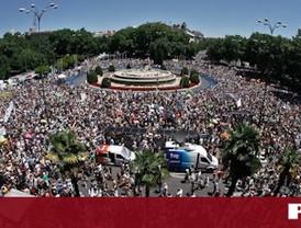 Miles de indignados toman Neptuno al grito de 'No nos representan'