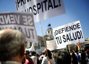 La 'marea blanca' celebra en Madrid el frenazo de la externalización sanitaria