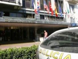 Seis intoxicados leves por un fuego en una habitación del hotel Miguel Ángel
