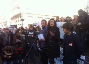 Estudiantes franceses se concentran en Madrid en apoyo a las víctimas del atentado a 'Charlie Hebdo'