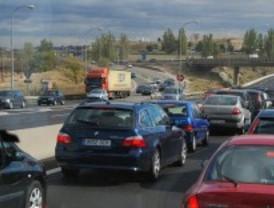 Un accidente múltiple, con siete coches implicados, causa retenciones en la M-40