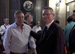 Gallardón y Botella arropan un acto contra la consulta en Cataluña a unos pasos del brindis de CiU