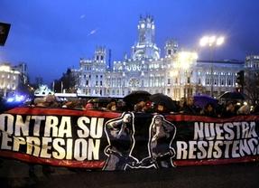 Cientos de personas protestan contra la 'ley mordaza' ante un desproporcionado despliegue policial