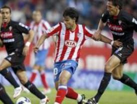 El Atlético gana al Sporting y vuelve a luchar por la Champions