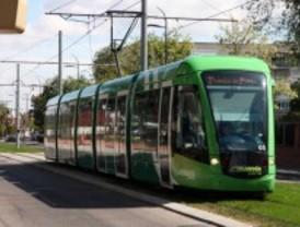 Gómez asegura que la Comunidad debe 73 millones a Parla por el tranvía