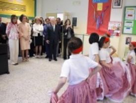 Aguirre visita un 'cole' bilingüe de Alcobendas