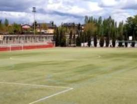 López Viejo inaugura un campo de fútbol en Usera para integrar a niños de la calle
