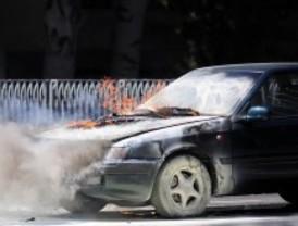 Un coche se incendia en el puente de Rubén Darío