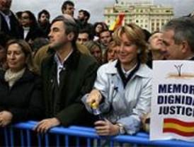 Miles de personas se concentran contra la rebaja de condena a De Juana