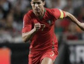 Cristiano vuelve a Madrid lesionado