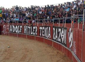 Siete detenidos por las pintadas neonazis en la plaza de toros de Pinto