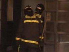 El incendio en una vivienda en Vallecas obliga a evacuar a tres personas