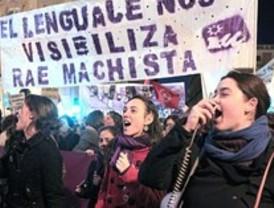 Una 'marea violeta' pide en Madrid la dimisión de Gallardón