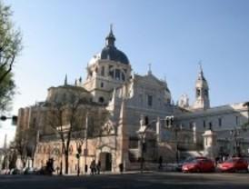 La Policía desaloja a los encerrados en la Catedral de La Almudena