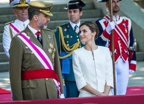 Los Reyes, recibidos con vítores en su primer Día de las Fuerzas Armadas