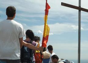 La Comunidad retira dos cruces ilegales en la sierra de Guadarrama