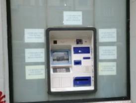 La Guardia Civil alerta de una nueva forma de robo que consiste en poner pegamento en los cajeros