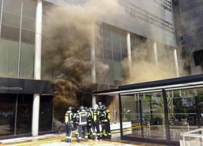 Un incendio calcina el restaurante 'Vaca Nostra' junto a las Cuatro Torres