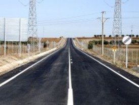 La M-220 abre al tráfico tras ser remodelada con asfalto de alta resistencia