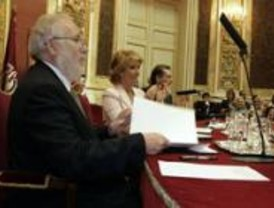 Carlos Berzosa, investido doctor honoris causa por la Universidad de Taracapá