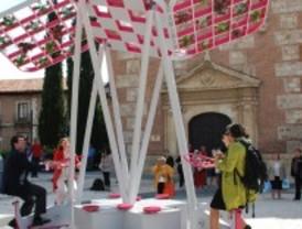 El Ayuntamiento de Alcalá cuida el medio ambiente con un árbol urbano
