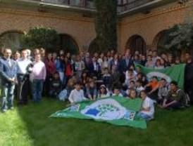 Bandera verde para un colegio y un instituto de Pozuelo de Alarcón