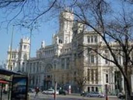 Unos 30 funcionarios se encierran en el Ayuntamiento para protestar por las privatizaciones