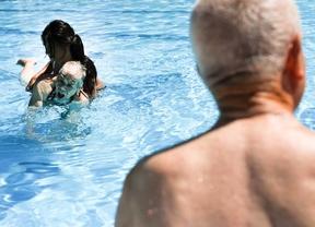 A la vejez, piscina