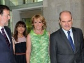 Aguirre promete su cargo como presidenta fijando la creación de empleo como primer objetivo