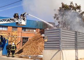 Incendio en una nave de un polígono de Alcalá