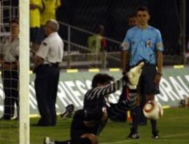 El Atlético, primer finalista del Trofeo Carranza tras vencer al Cádiz en los penaltis