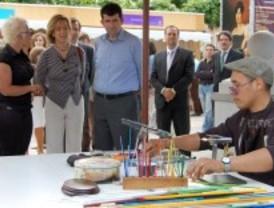 La I Feria Arte-Artesanía permanecerá en la Plaza de Cervantes hasta el 6 de junio