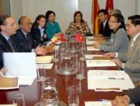 Prada muestra al Gobierno de Vietnam el modelo madrileño de Justicia gratuita