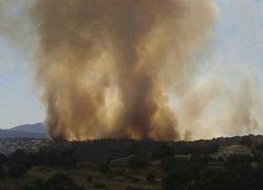 Un incendio forestal en Valdemorillo obliga a desalojar a más de mil personas