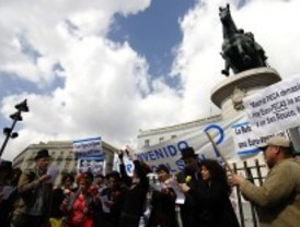 Un centenar de personas se manifiesta en Sol contra Eurovegas