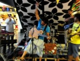 Compras musicales en el Mercado de San Antón