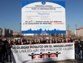 Getafe coloca un cartel informativo para reivindicar la construcción de un centro educativo