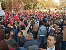 Los trabajadores de la EMT realizaron una marcha multitudinaria este lunes entre Atocha y Cibeles